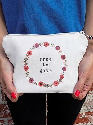 The Tote Project Handtasche / Clutch -  free to give